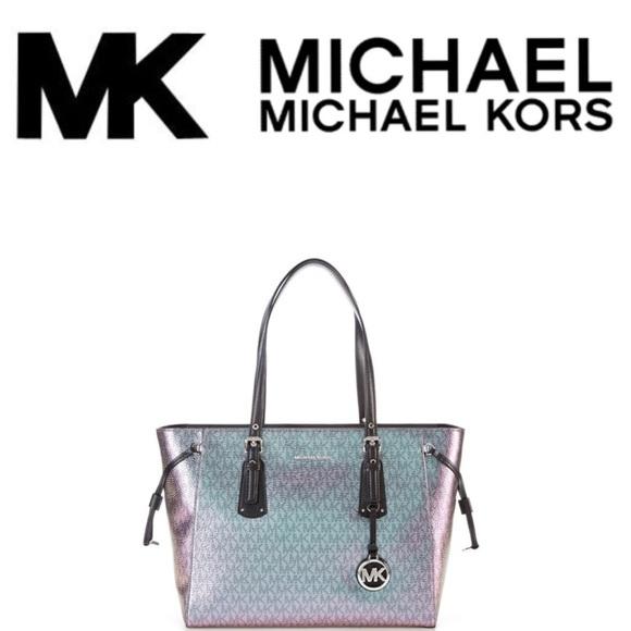 1b4ff26c9582 MICHAEL Michael Kors Voyager Metallic Tote. M 5a5069bf9cc7ef5bb302be5d